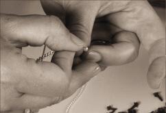 1) Lavorazione manuale: filo e perle