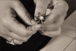 Lavorazione manuale: anice stellato con filigrana e perla